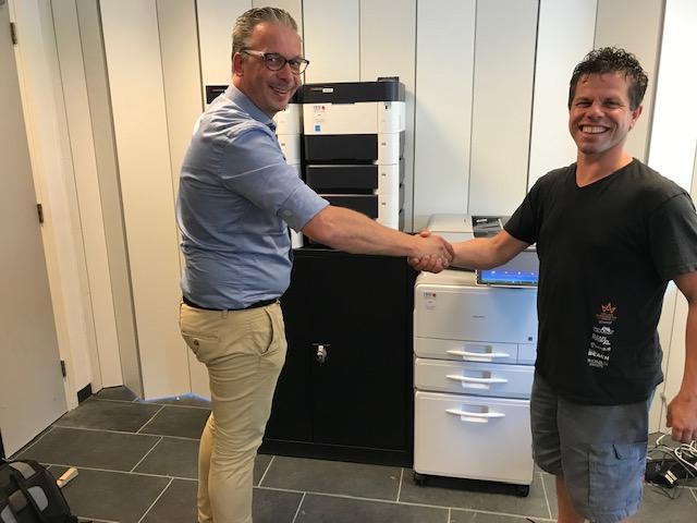 Marco en Dennis bij nieuwe printers Holland Evenementen Groep