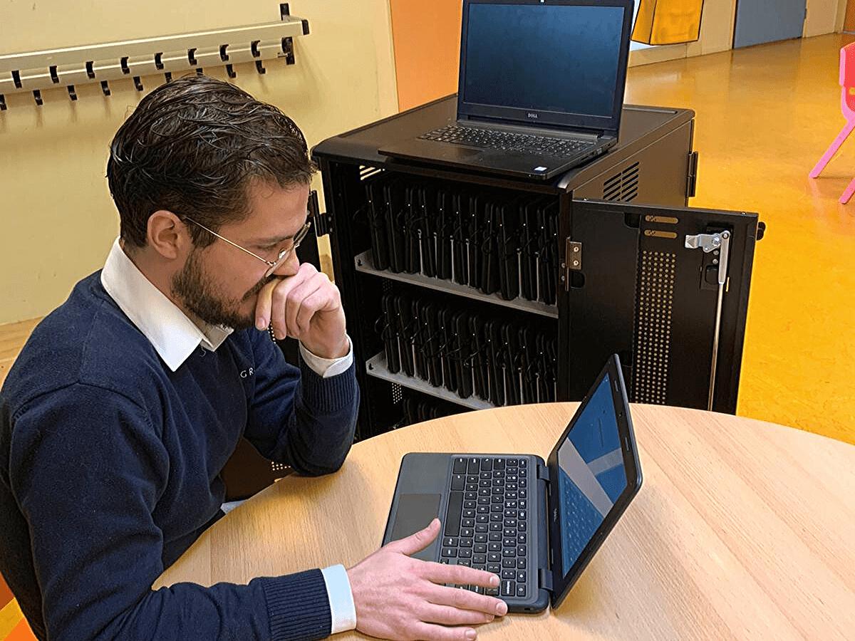 Nieuwe laptops voor bassisschool
